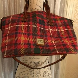New Listing 🌸🌸Red plaid Dooney and Bourke purse